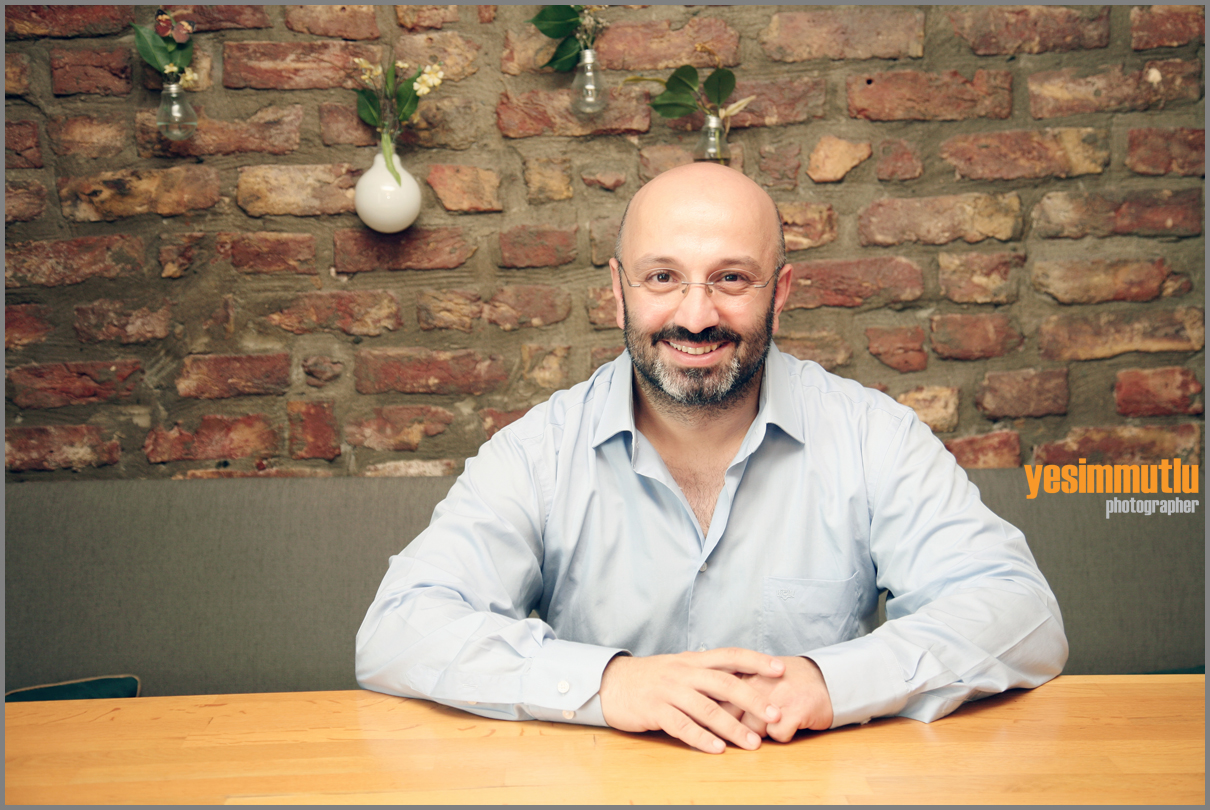Baba, akademisyen, müzik yapımcısı/süpervizör, yayınevi editörü Yard. Doç Dr: Mustafa Tahir Öztürk